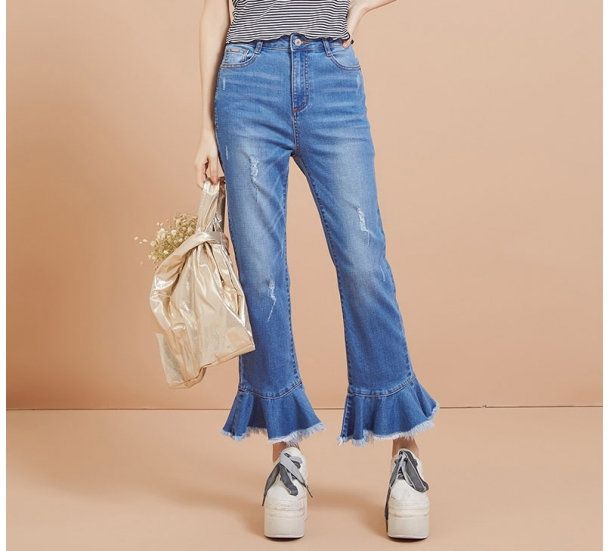 Lady's jeans, fashionable and casual with horn hem style